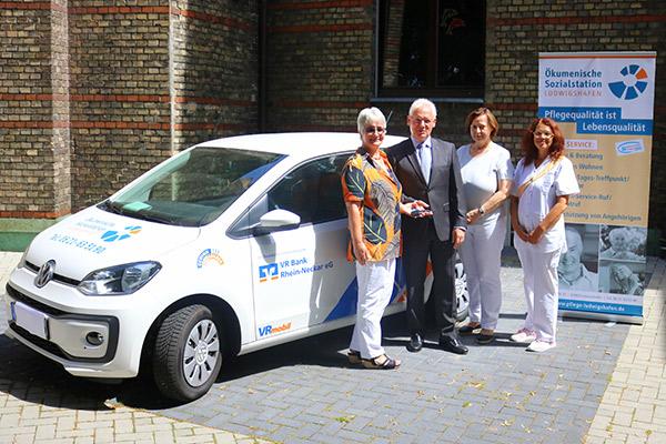VR Bank Rhein-Neckar eG spendet VRmobil an die Ökumenische Sozialstation Ludwigshafen