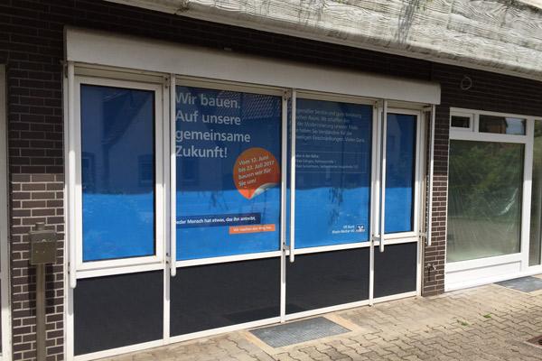 """Plakat """"Wir bauen. Auf unsere gemeinsame Zukunft""""."""