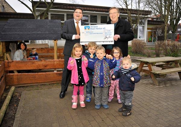 Spendenübergabe an Kindergarten Don Bosco