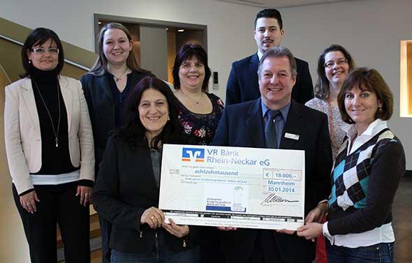 Mitarbeiter der VR Bank Rhein-Neckar eG spenden an Kinderhospizdienst