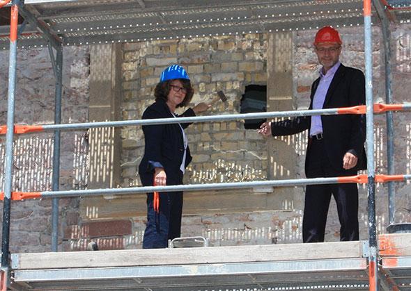 Neue Fenster im Maudacher Schloss
