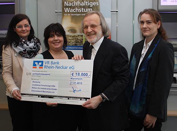 Mitarbeiter spenden 18.000 Euro an Deutsche Leukämie-Forschungs-Hilfe