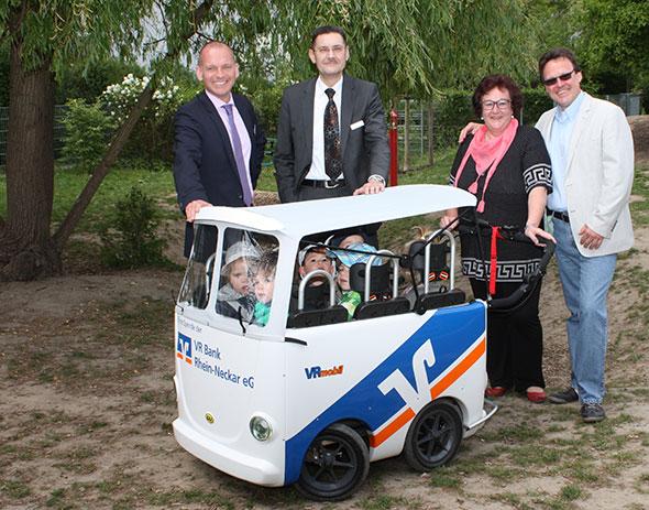 Übergabe VRmobil-Kinderbus